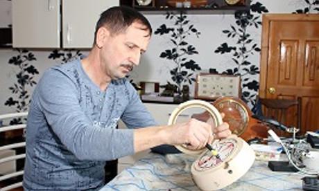 Реставратор из Пинска признался, почему у него в доме не идут антикварные часы