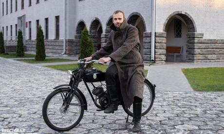 Единственный в Беларуси. Брестчанин собрал уникальный мотоцикл 30-х годов