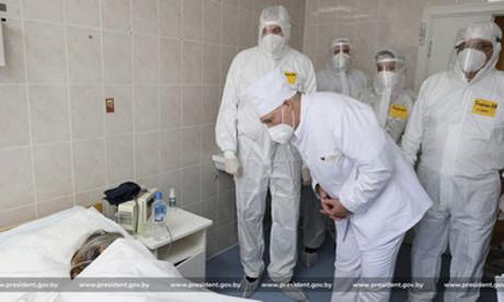 Лукашенко: Завозить в Беларусь западные вакцины не имеет смысла